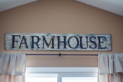 Distressed Farmhouse Sign